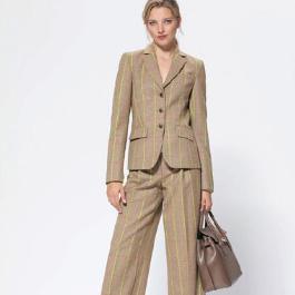 стильный деловой женский костюм