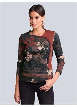 Рубашка в модном стиле с нашивкой