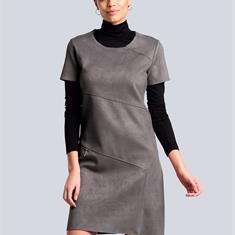 Платье из джерси с диагональными модными разделительными швами
