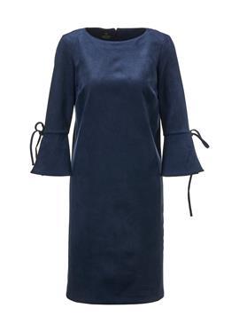 Замшевое платье прямого кроя