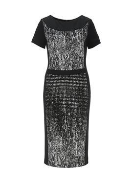 Платье-футляр с круглым вырезом и короткими рукавами