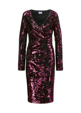 Платье с пайетками и глубоким вырезом