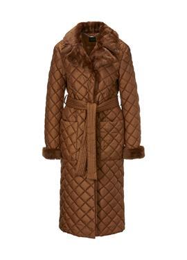Стеганое пальто с отделкой из овчины