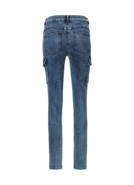 Зауженные джинсы карго
