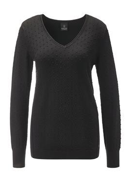 Пуловер с треугольным вырезом