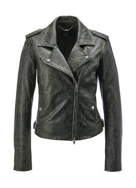 Кожаная куртка в байкерском стиле