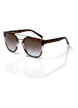 Модные солнцезащитные очки с защитой от ультрафиолета