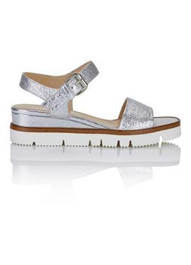 Glänzende Leder-Sandalettemit Profilboden