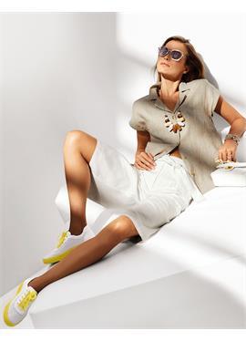 Льняная блузка с отложным воротником