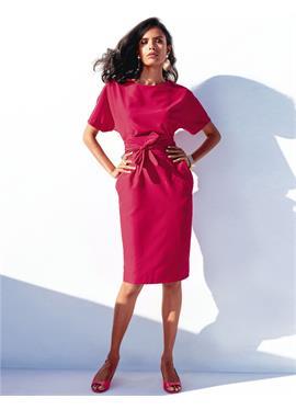 Элегантное платье с завязывающимся поясом
