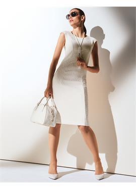 Платье-футляр без рукавов
