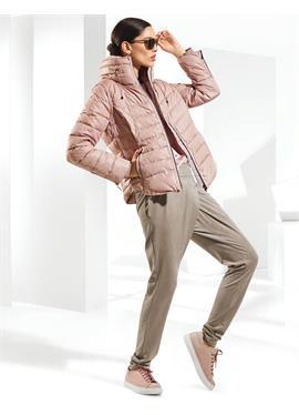 Теплая стеганая куртка с отстегивающимися рукавами