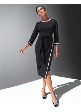 Платье-футляр с рукавами длиной 3/4 и поясом на талии