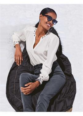 Шелковая блузка с вышивка