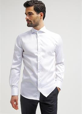Зауженный крой - рубашка для бизнеса