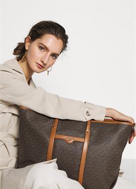 TOTE - большая сумка