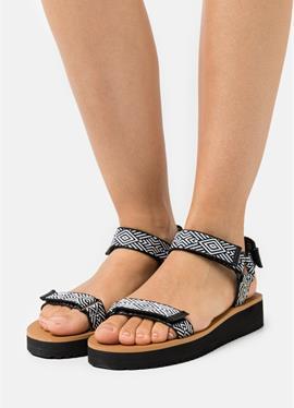 MAGGIE - сандалии