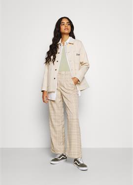 HALMA CHORE - короткое пальто
