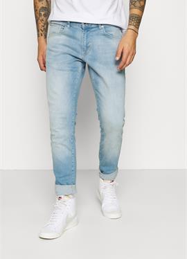 BATES - джинсы зауженный крой