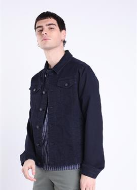 С сумки - джинсовая куртка