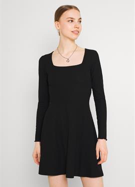 ONLNELLA SQUARE NECK DRESS - вязаное платье