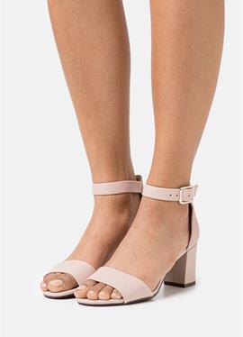 DEVA MAE - сандалии с ремешком
