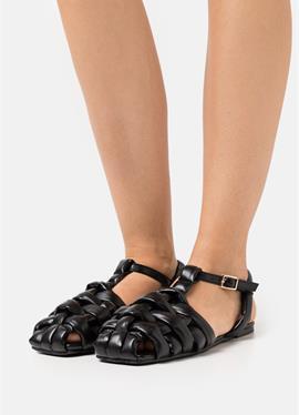 ELECTAA - сандалии с ремешком