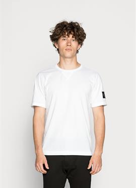 MONOGRAM SLEEVE BADGE TEE - футболка basic