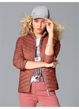 Пуховая стеганая куртка с воротником-стойкой
